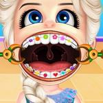 طفل السا يرتدي تقويم الاسنان
